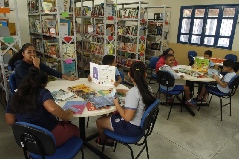 Além de dez salas de aula, a escola possui laboratório de informática, Sala de Atendimento Especializado para crianças com deficiência e uma biblioteca com um acervo de nove mil livros didáticos.