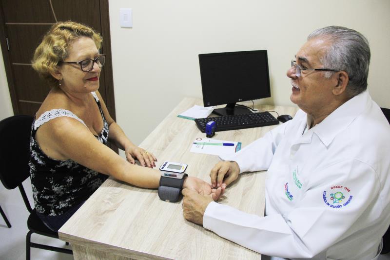 Maria do Socorro Rodrigues aproveitou o dia de inauguração para se consultar com o Dr. Raymundo Barros.