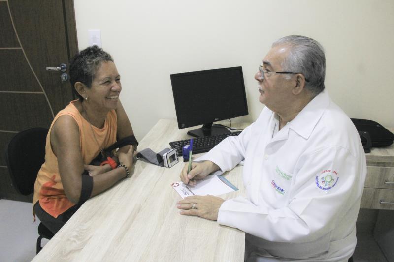 A artesã Ruth Gonçalves foi uma das primeiras pacientes atendidas na nova clínica