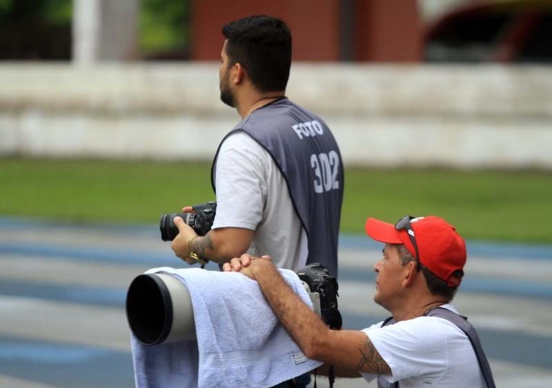 Bruno Cruz e Raimundo Paccó, um que começa na fotografia e o outro já veterano