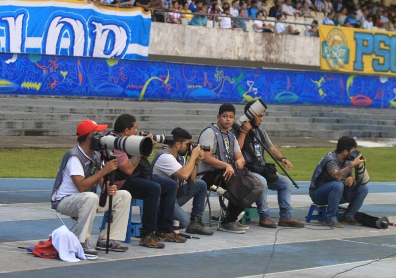 Paccó, Bruno Cruz, Marx Furtado, Filipe Bispo e Akira Onuma muito concentrados na missão