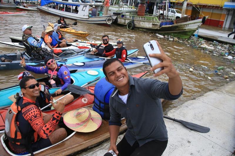 E o Carlos Brito que ainda tem tempo de fazer selfie com fãs no Veropa alagado?