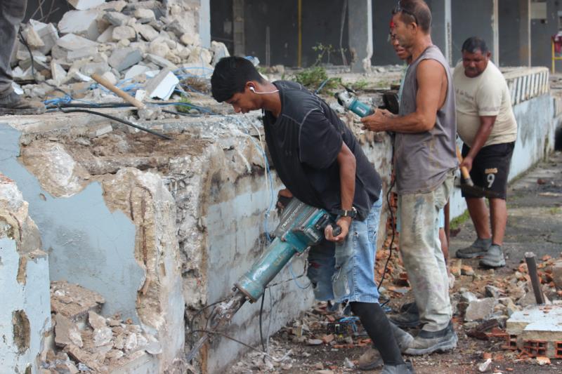 Iniciativa reaproveita resíduo da construção civil de obras da cidade em ações de terraplanagem de vias em Outeiro