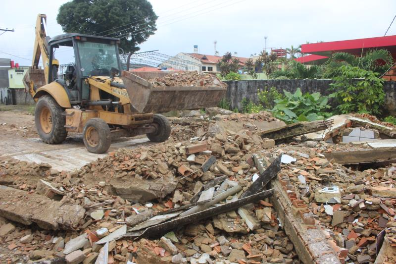 Uma parceria da Prefeitura de Belém está reaproveitando resíduo da construção civil de obras da cidade em ações de terraplanagem de vias em Outeiro