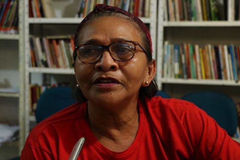 A dona de casa Terezinha Araújo, de 52 anos, participa da programação.