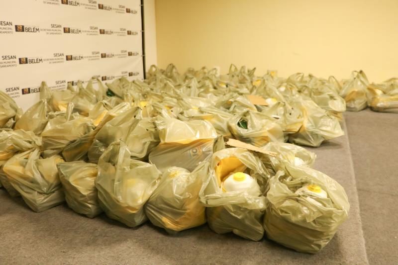 A entrega dos kits ocorreu no auditório da Secretaria Municipal de Saneamento (Sesan).