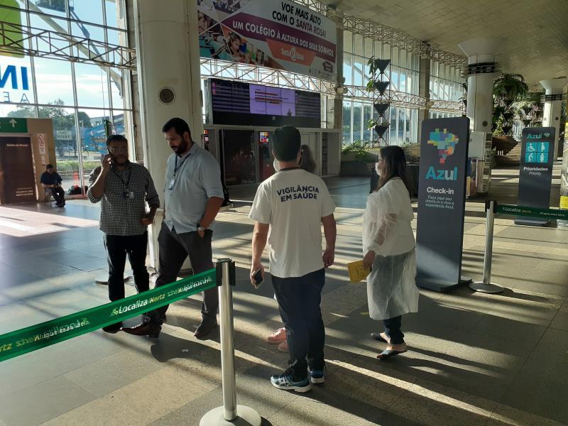 Ação de orientação, prevenção e triagem de casos suspeitos ocorre também no aeroporto