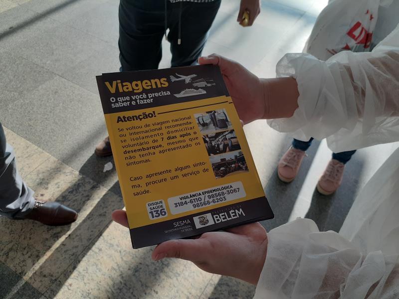 Panfletos com orientações estão sendo distribuídos