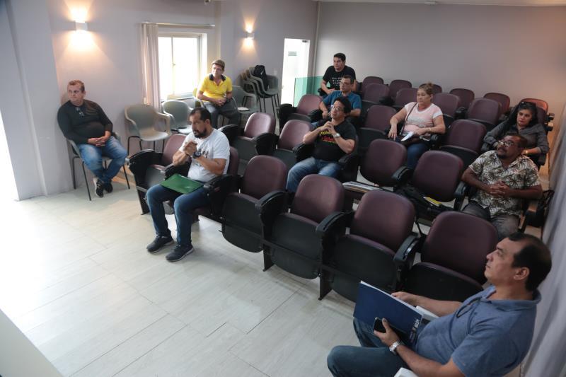 A prefeitura de Belém já adotou a suspensão por três meses da cobrança do pagamento da licença para a utilização do espaço público pelos trabalhadores informais das vias públicas, feiras e mercados municipais.