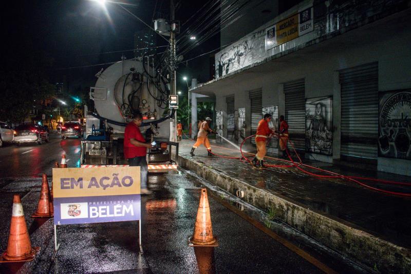 Feira de Santa Luzia foi desinfetada na noite desta terça, 7
