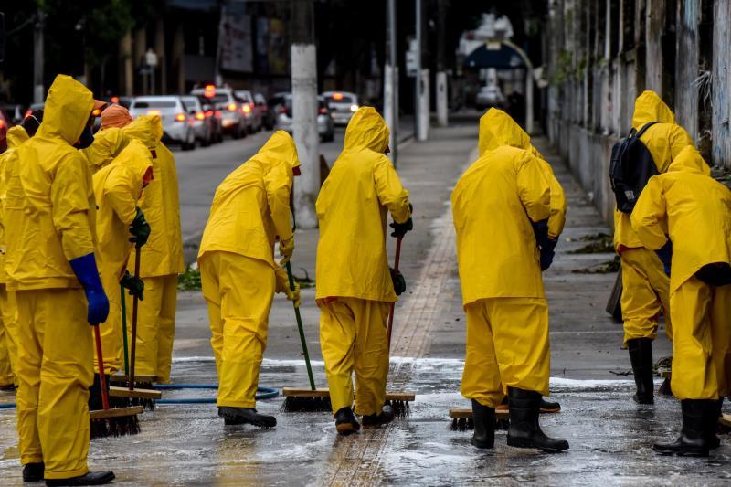Sesan percorre a cidade higienizando espaços públicos
