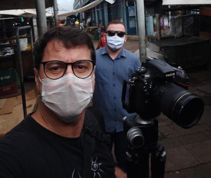 Fernando Sette e Andrey Araújo, da Comus/Agência Belém, na pauta, na rua e na feira