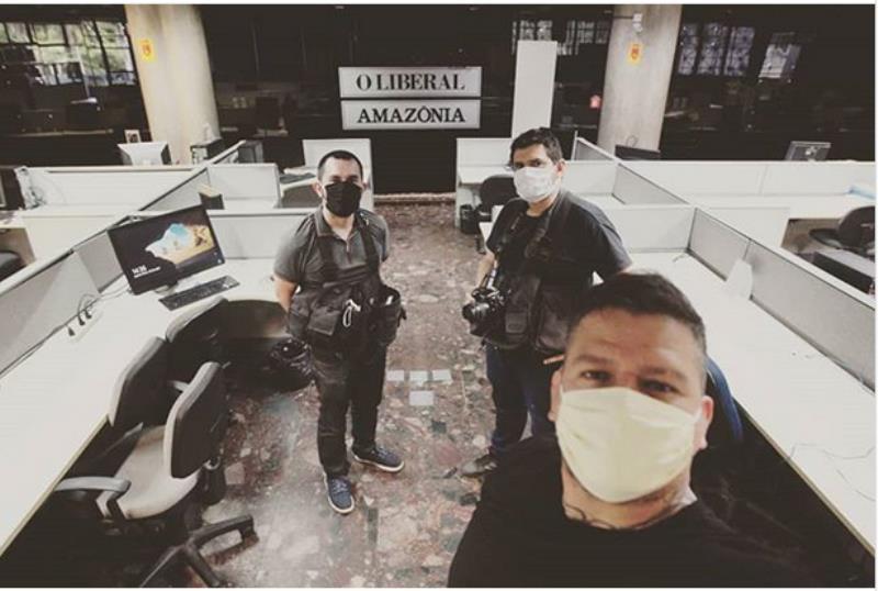 Na redação de O Liberal e Amazônia, os intrépidos fotógrafos Thiago Gomes, Fábio Costa e Igor Mota
