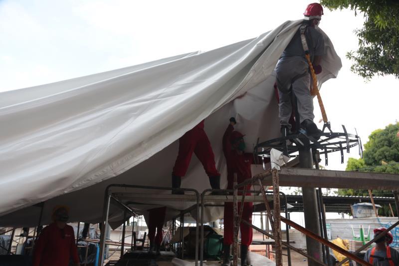 A instalação da nova cobertura em lona, substitui a antiga estrutura instalada há mais de 20 anos.