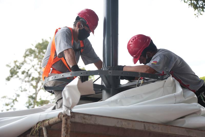 Ao todo, serão 14 mil metros quadrados de cobertura nova, com durabilidade de mais de oito anos e maior resistência ao calor.