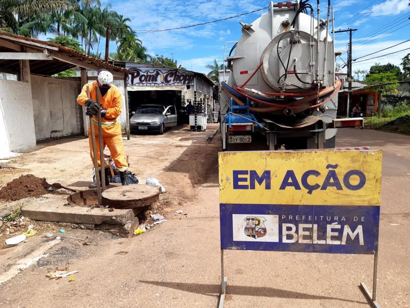 Avenida Franklin de Menezes recebeu limpeza de esgoto e bueiros com apoio de equipe de hidrojato