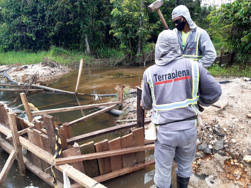 Trabalhos de saneamento prosseguem no canal da avenida Nossa Senhora da Conceição