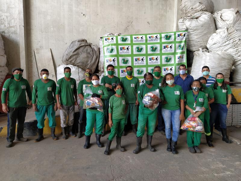 Cooperativa dos Catadores de Materiais Recicláveis (Concaves) receberam o auxílio.