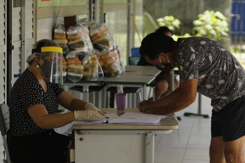 Os kits estão sendo distribuídos desde a suspensão das aulas, determinada pelo Decreto Municipal nº 95.955, como ação de enfrentamento à disseminação da Covid-19.