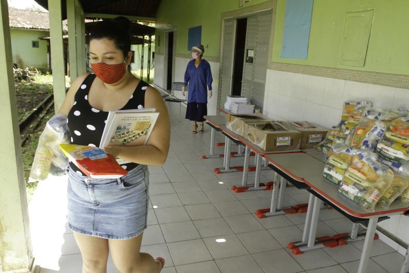 A Prefeitura de Belém já está na segunda semana da distribuição do terceiro lote de kits da merenda escolar, que estão sendo destinados aos mais de 70 mil alunos matriculados nas escolas do município.