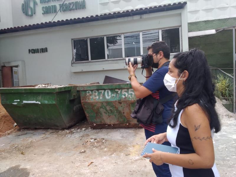 Igor Mora e Bruna Carneiro Lima, da Redação Integrada O Liberal, em pleno trabalho de reportagem