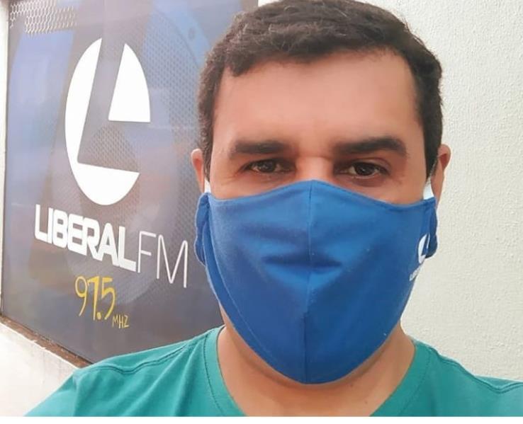O radialista Celso Freire que comanda um programa na rádio Liberal