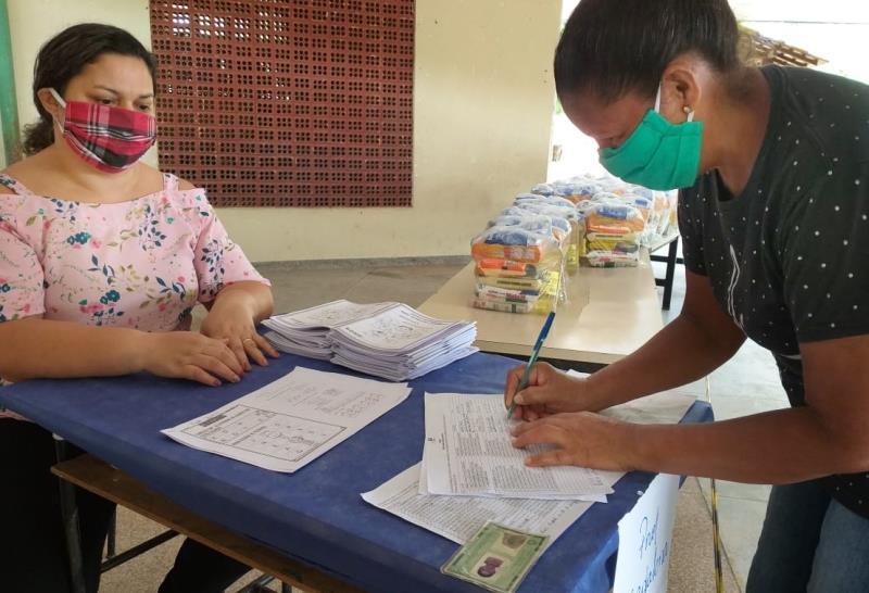 Distribuição dos kits na Escola Municipal de Ensino Fundamental Professora Alana de Souza Barboza