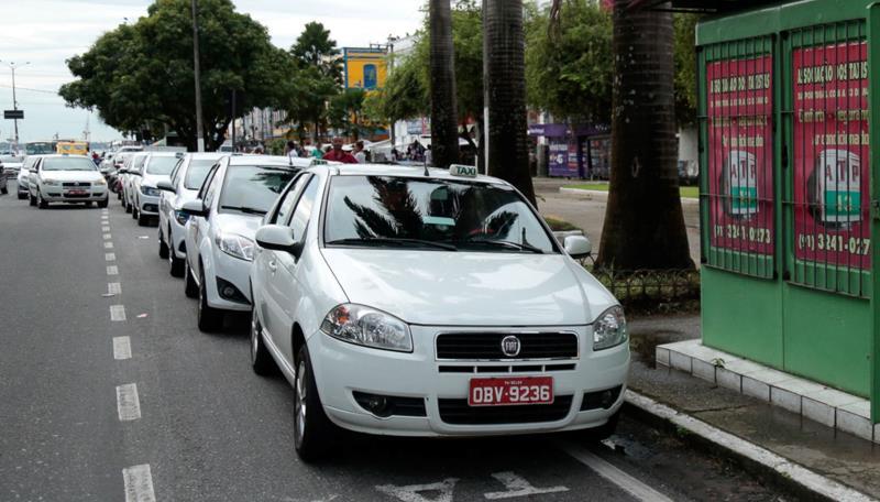 Inicialmente serão licenciados exclusivamente aqueles cujos veículos têm placas de final 1, 2 e 3 ou que o mesmo seja 0 km.