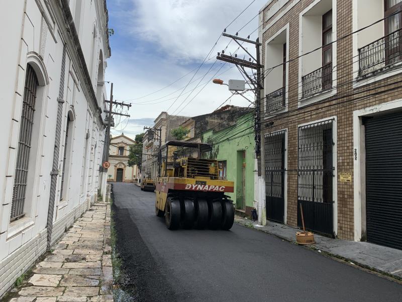 As vias do centro histórico já estão com novo piso asfáltico.