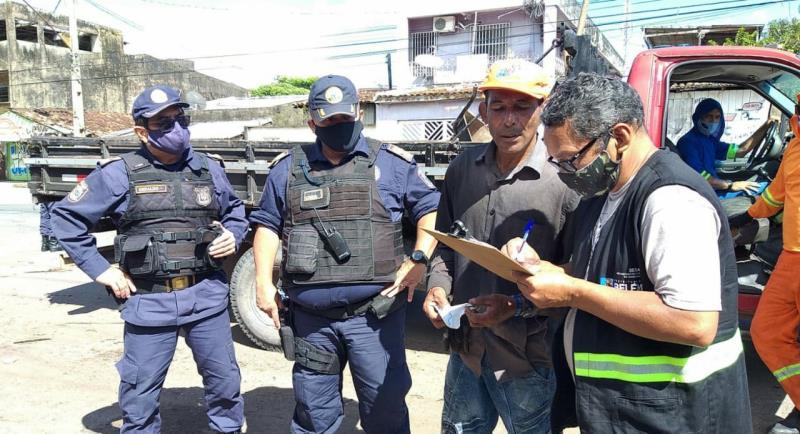 Homens da guarda municipal de Belém deram apoio na ação.