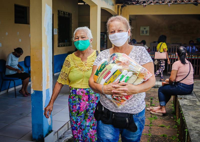 Doação de cestas básicas beneficia famílias de cinco bairros de Belém.