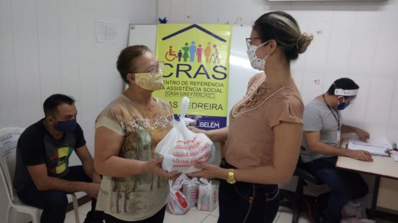 Maria de Nazaré Ribeira, de 60 anos, é usuário do espaço há mais de um ano e participa do grupo de dança da Aldeia Amazônica. Ela conta que está sendo muito difícil ficar em casa durante a pandemia.