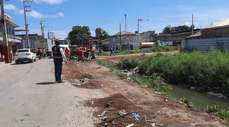 Margens de canais são muito utilizadas como depósito ilegal de lixo, prejudicando ainda mais o meio ambiente