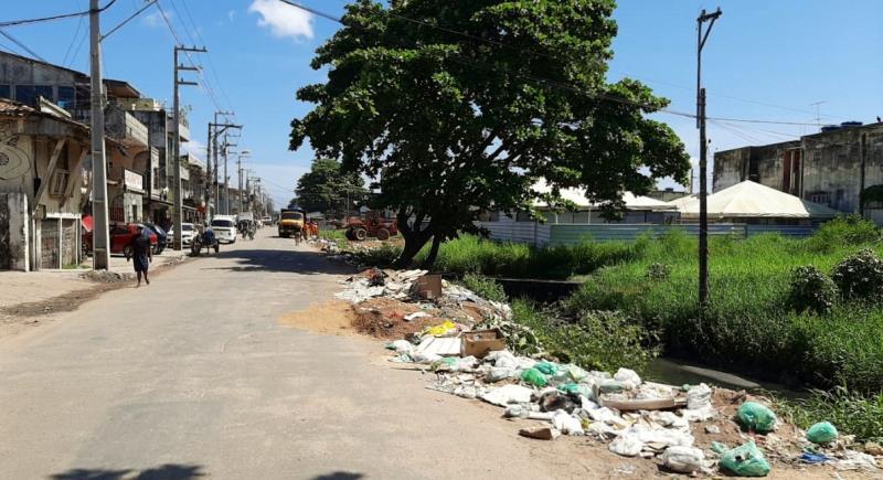 A Sesan limpa e horas depois mais lixo é depositado indevidamente nos mesmos locais