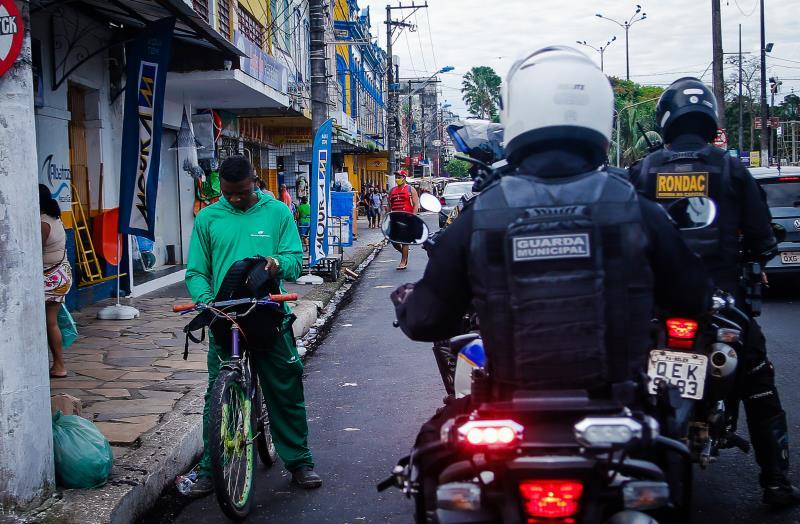 Quem estiver circulando sem máscara continuará sendo abordado pelos guardas municipais