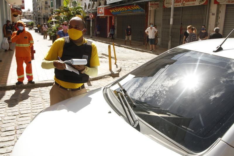 Um taxista foi multado pela SeMOB.