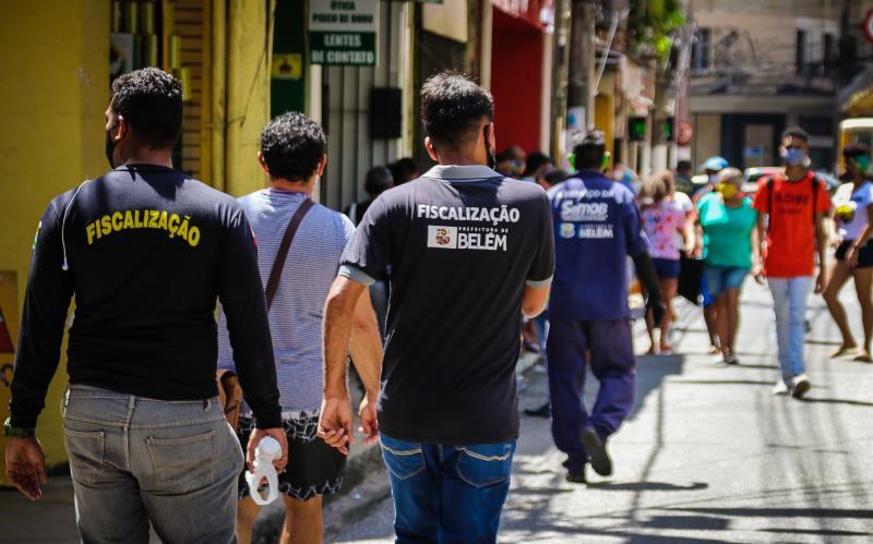 Comércio de Belém segue com fluxo intenso de pessoas.