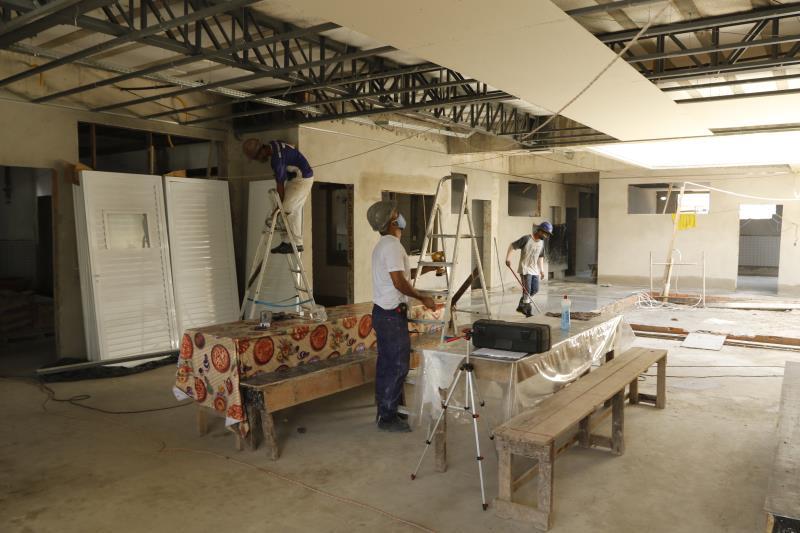 UEI Primeiro de Dezembro, no bairro do Marco, está passando por reforma completa.
