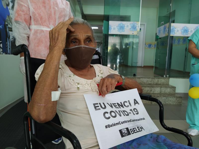 Dona Eunice Pinheiro Oliveira, 75, venceu a Covid-19.