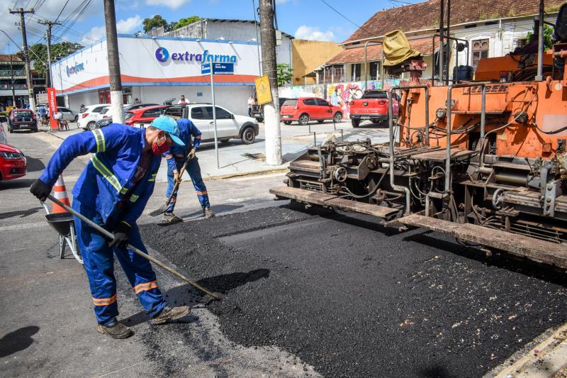 Ações de asfaltamento na ilha.