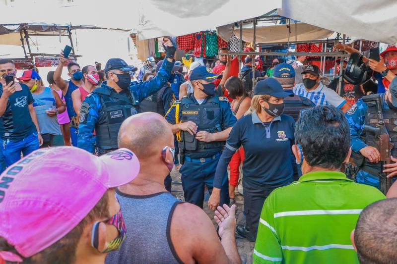 A força-tarefa de fiscalização do comércio conta com profissionais da Guarda Municipal de Belém (GMB), Ordem Pública e Superintendência Executiva de Mobilidade Urbana (SeMOB).