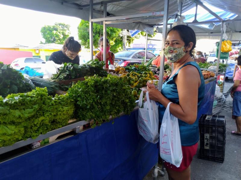 """A cliente Luciane Teles afirma: """"De fato é uma nova feira. Deu um aspecto melhor e mais limpo à área""""."""