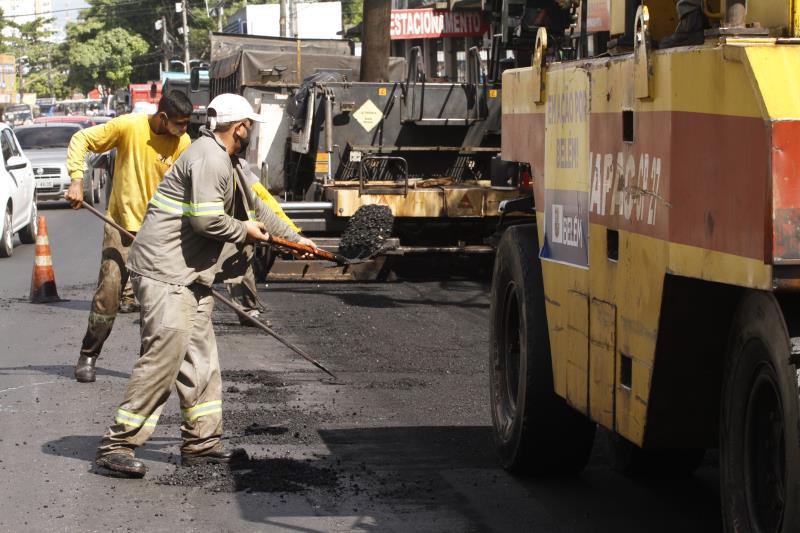 Obra de pavimentação asfáltica da avenida Cipriano Santos.