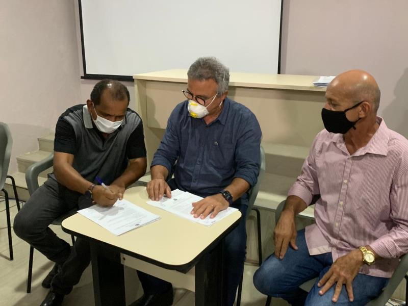 Outra assinatura foi para a instalação do espaço de leitura Condurú, no bairro do Marco.