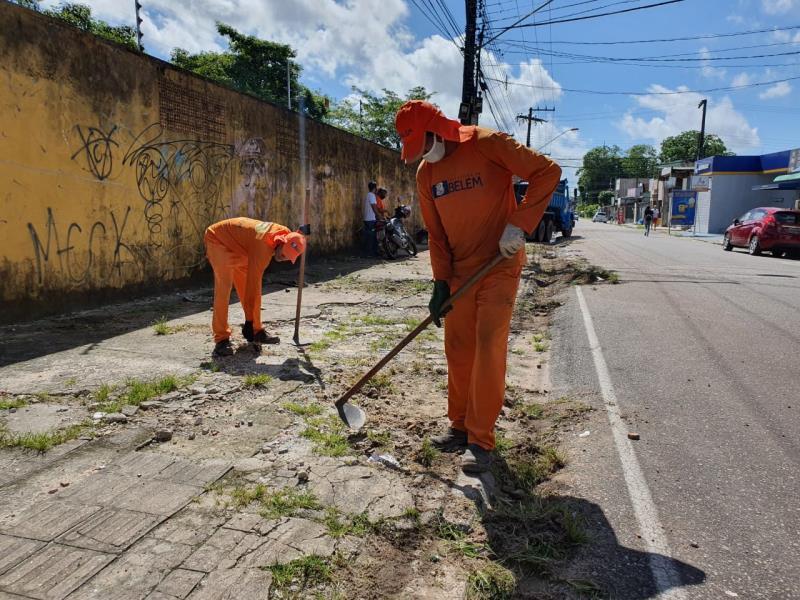 Na manhã desta segunda-feira, 6, uma ação desenvolvida pela Secretaria Municipal de Saneamento (Sesan) na rua do Utinga, bairro Curió-Utinga, teve o intuito de despertar a atenção dos moradores para o problema do descarte irregular.