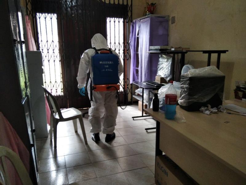 Desinfecção está sendo feita em diversos móveis e espaços das unidades.