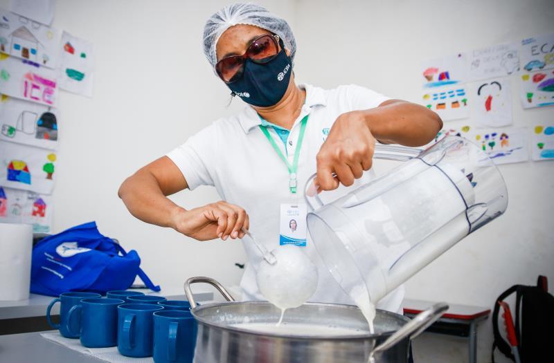 ValceniMarques, nutricionista e coordenadora técnica da Adria, ONG parceira que atua com os Warao há seis meses.