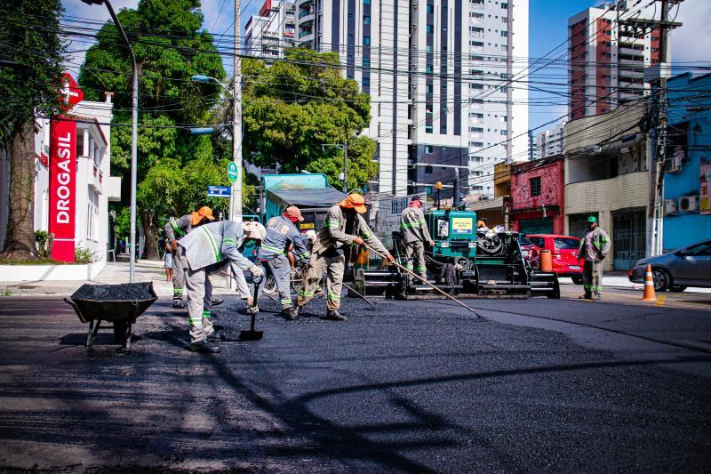 Sesan inicia recuperação asfáltica dos primeiros trechos da avenida Governador José Malcher.