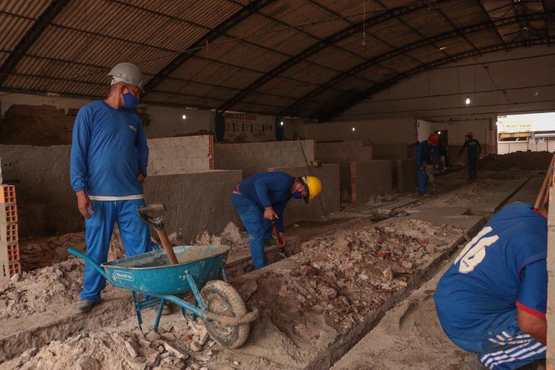 A obra está sendo executada em duas etapas, uma em cada complexo, por vez.