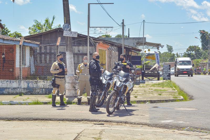 O trabalho integrado reuniu fiscais da Ordem Pública, GMB, agentes da Arout, Semma, Defesa Civil Municipal e SeMOB.